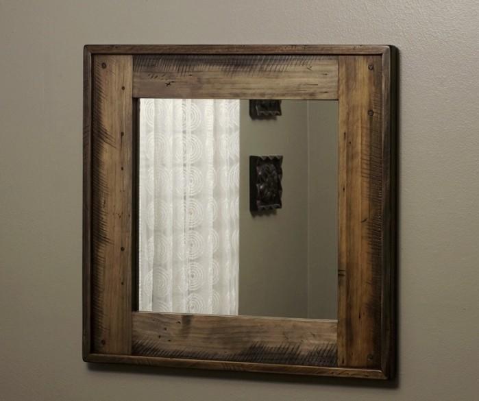 einfaches-design-von-wanddekko-spiegel-mit-Kerben
