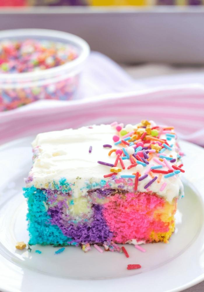 einhorn kuchen zum geburtstag kindergeburtstag torte bunt mit streuseln kreative ideen kinder geburtstag