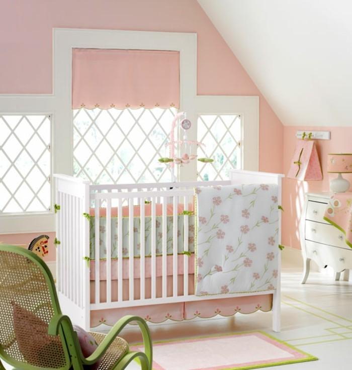 einmaliges-babybett-in-weiß-schönes-babyzimmer