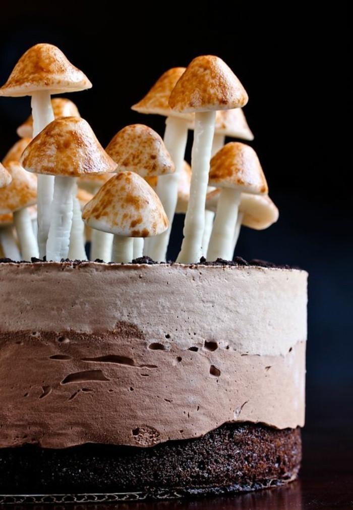 einzigartige-Schokoladentorte-mit-Pilzen-aus-Zucker-Dekoration