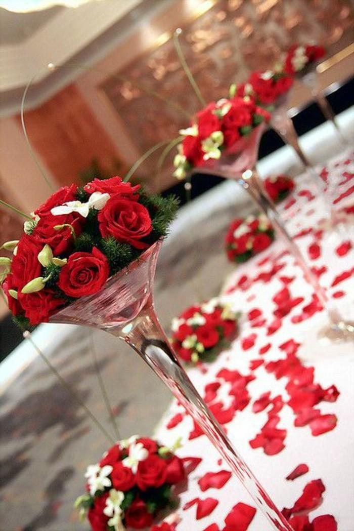 elegante-Tischdekoration-Ideen-mit-Rosenblättern