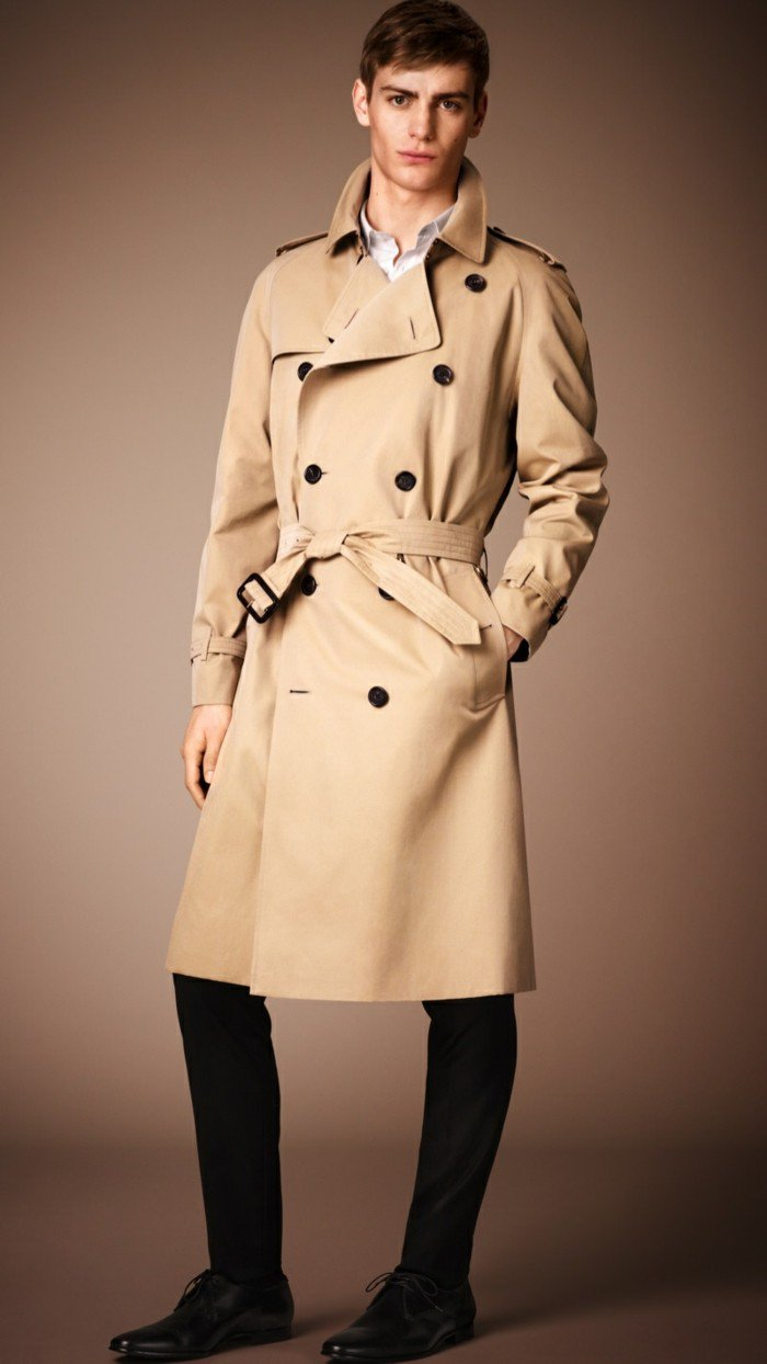 eleganter-Burberry-Trenchcoat-für-Herren