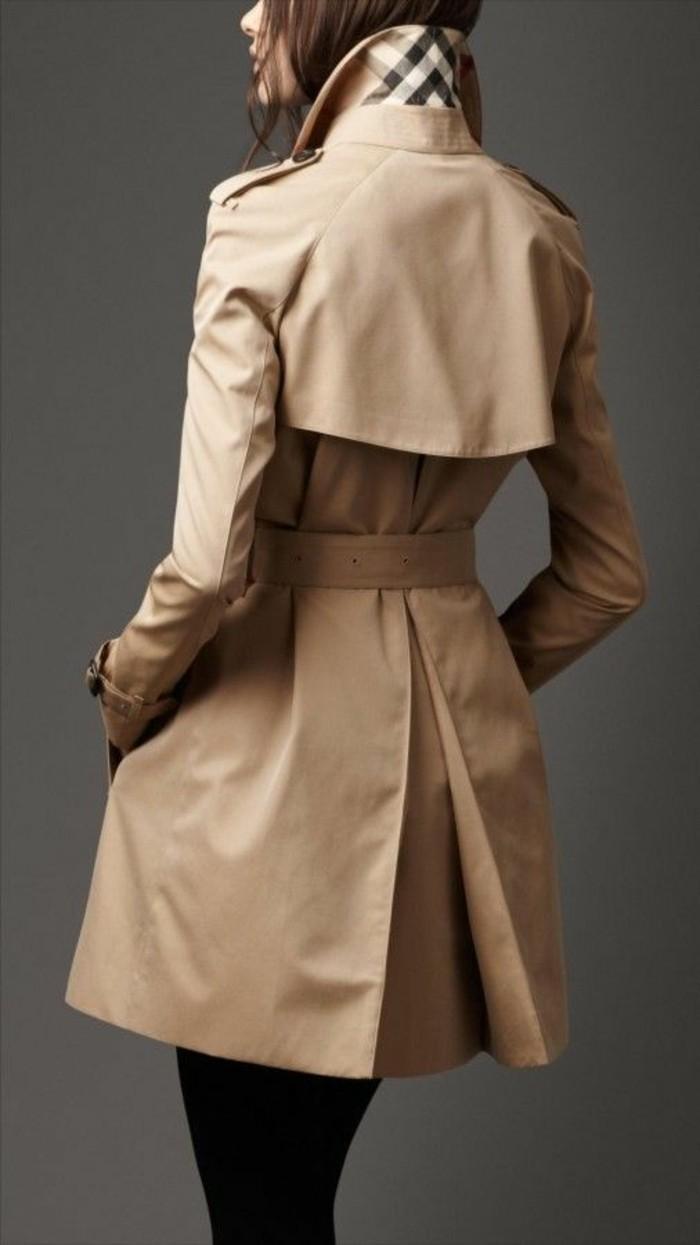 eleganter-Mantel-von-Burberry-Marke