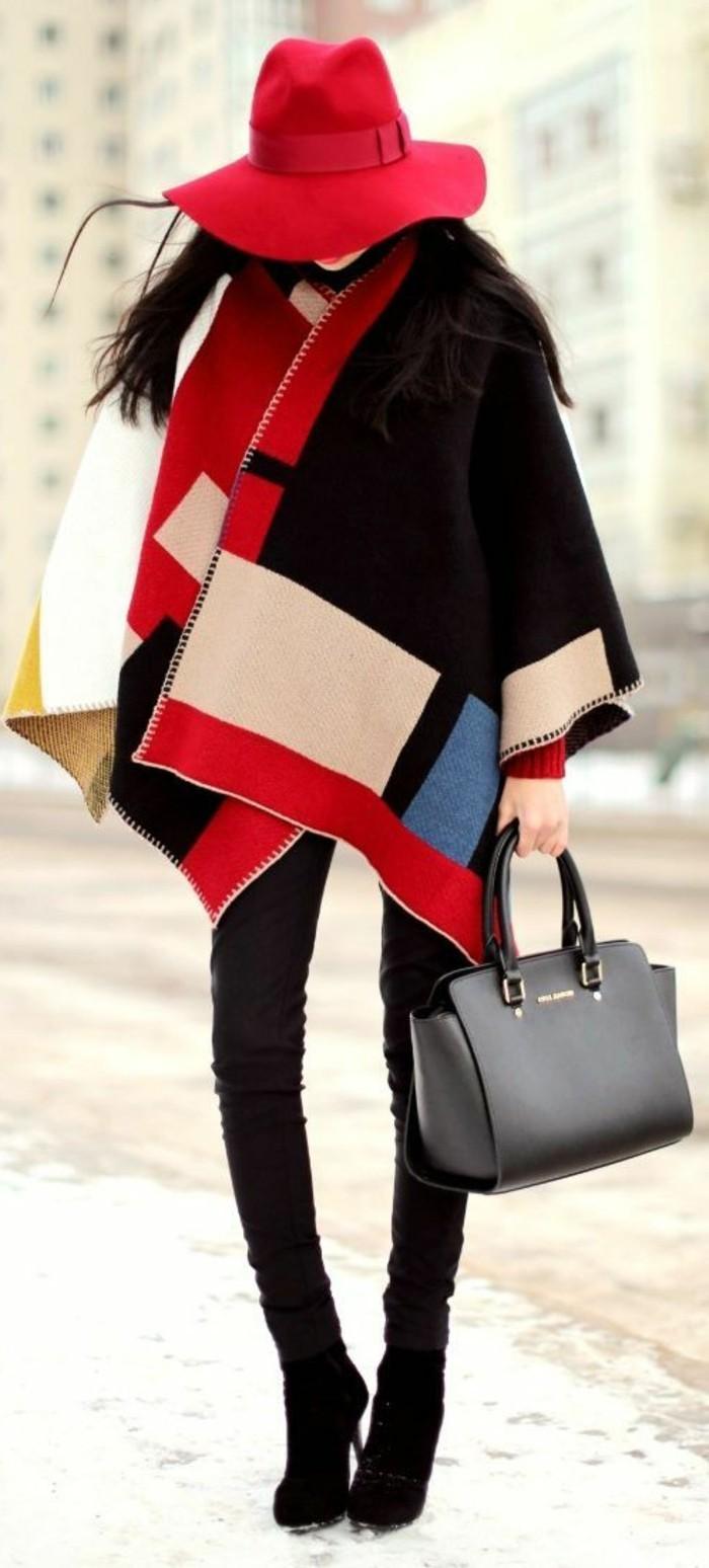 eleganter-Outfit-bunter-Poncho-stilvoller-Hut