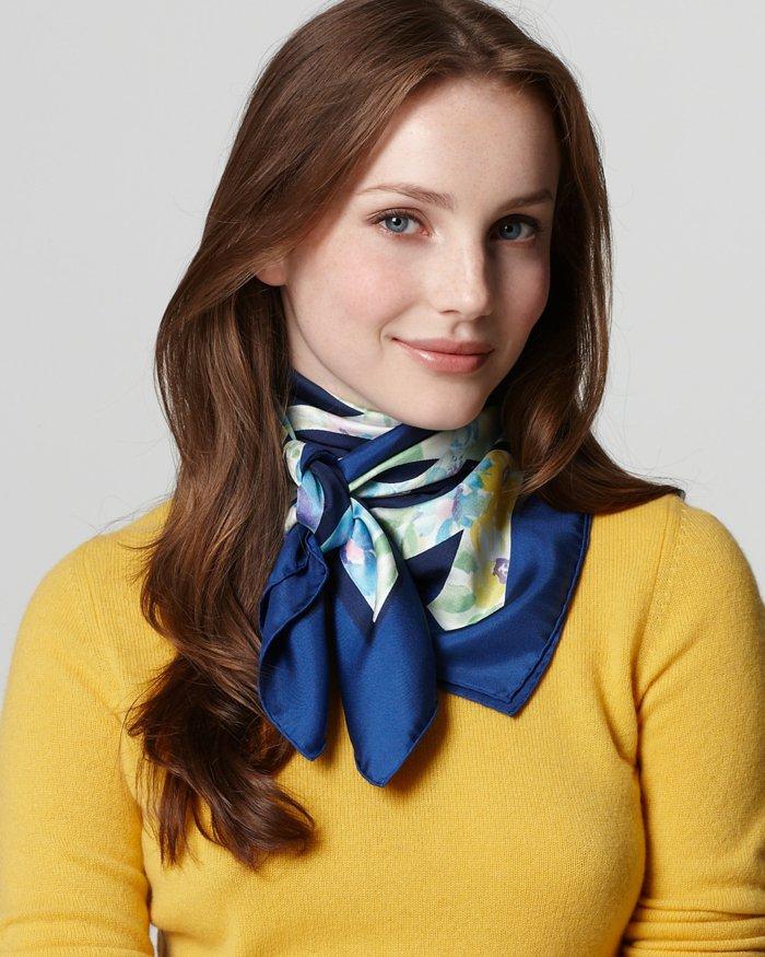 eleganter-blauer-Damenschal-aus-Seide