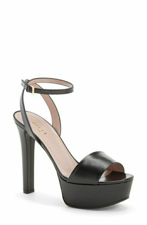 elegantes-Modell-Gucci-Sandalen-mit-Absatz-in-Schwarz