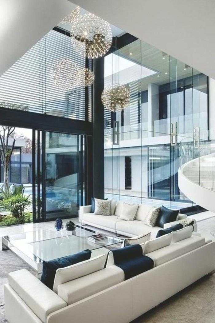 Kleines Wohnzimmer mit kreativer Deckengestaltung. Besonders die ...