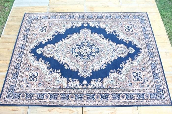 exklusive-teppiche-mit-blauem-Hintergrund-und-weißen-Blumen