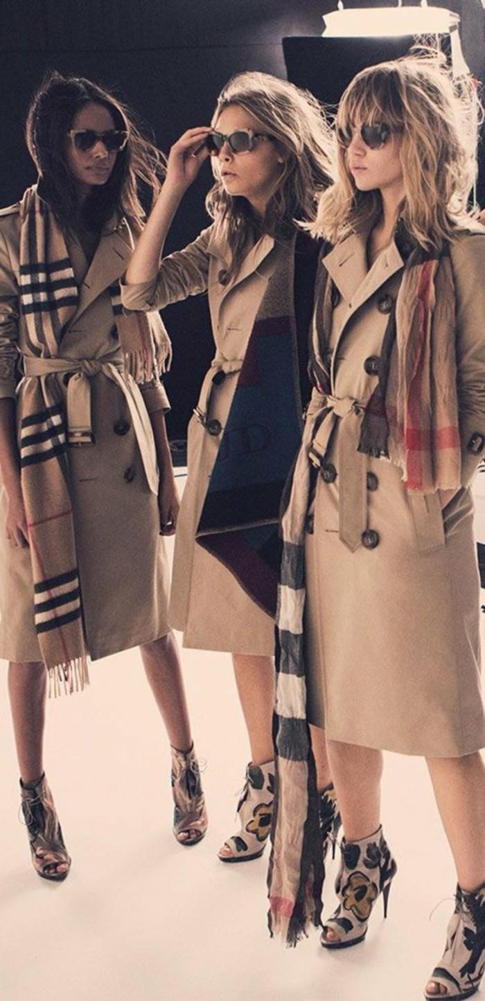 fantastische-Modelle-Burberry-Mäntel-und-Schals