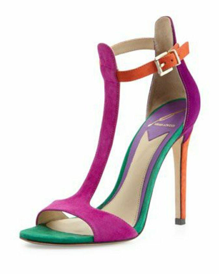 fantastische-Sandaletten-mit-Absatz-in-süßen-Farben