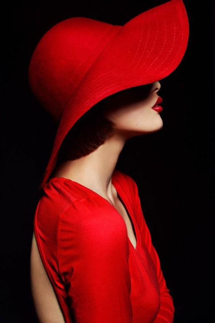 elegante -Vision-in-Rot-weibliche-Ausstrahlung