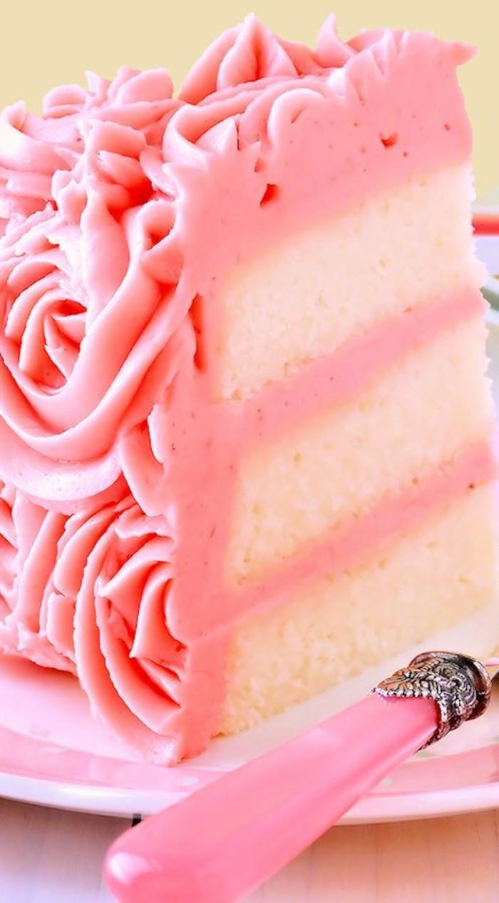 fantastischer-Kuchen-mit-Erdbeeren-Himbeeren-Mascarpone-Buttercreme