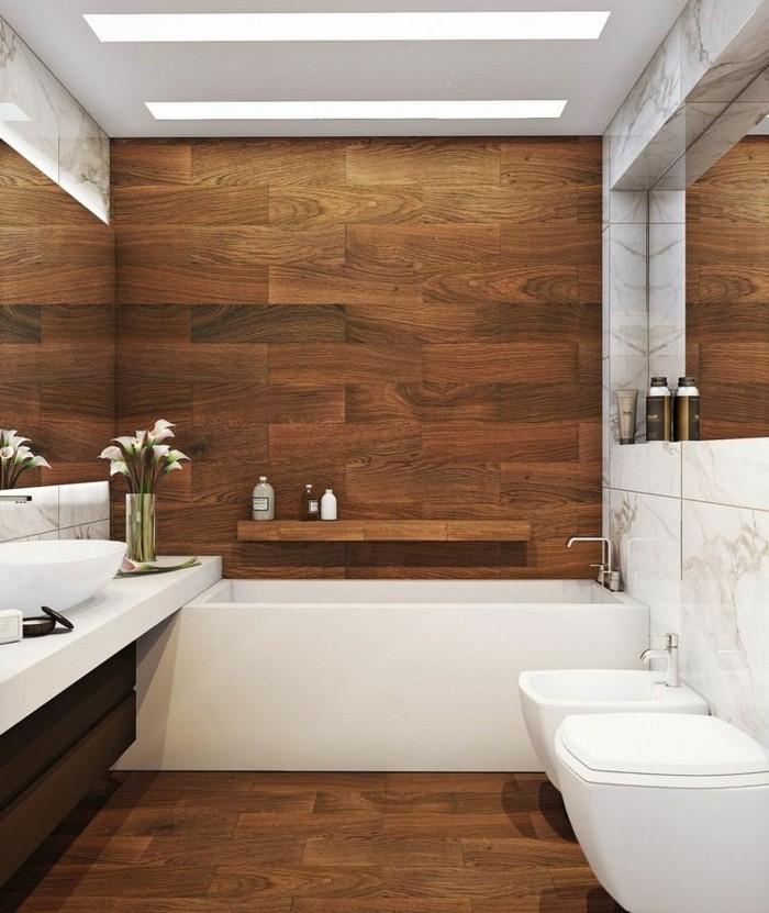 fliesen-holzoptik-badezimmer-weiße-badewanne-kleines-design