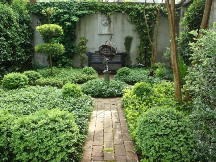 gartengestaltungsideen-viele-grüne-pflanzen-tolles-exterieur