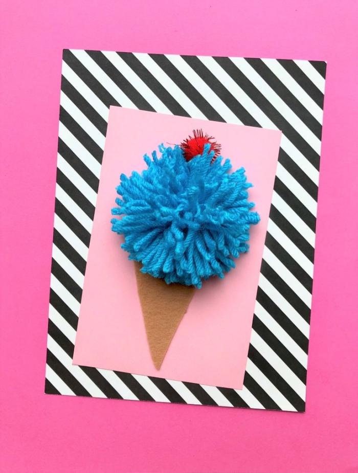 großer pompon aus blauem garn, geburtstag karte, gestreiftes papier, diy ideen zum geburtstag