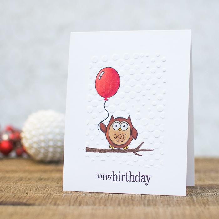 karte aus weißem papier, roter luftballon, eule am ast, geburtstagskarte zum ausfrucken