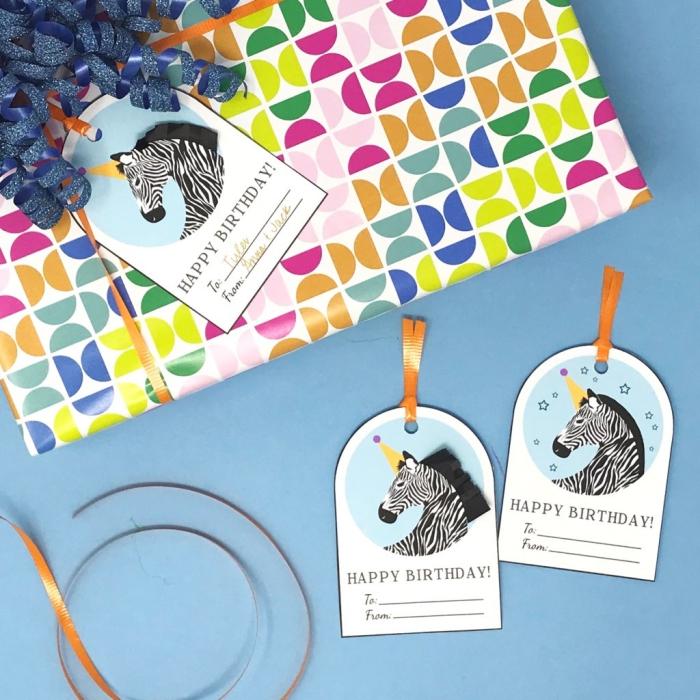 geburtstagskarten zum ausdrucken, karten mit zebras, buntes geschenkpapier mit geometrischem muster