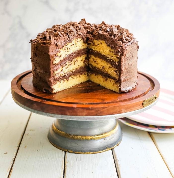 gelber kuchen mit schokoladenglasur geburtstagstorte rezept leckere ideen torte selber zubereiten zum geburtstag