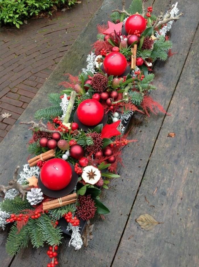 gemütliche-rote-Tischdekoration-geeignet-für-Weihnachten