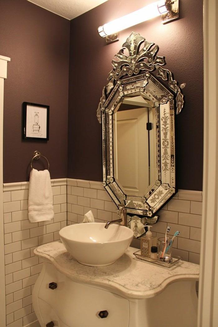 glänzender-barock-spiegel-in-weiß-gestrichen
