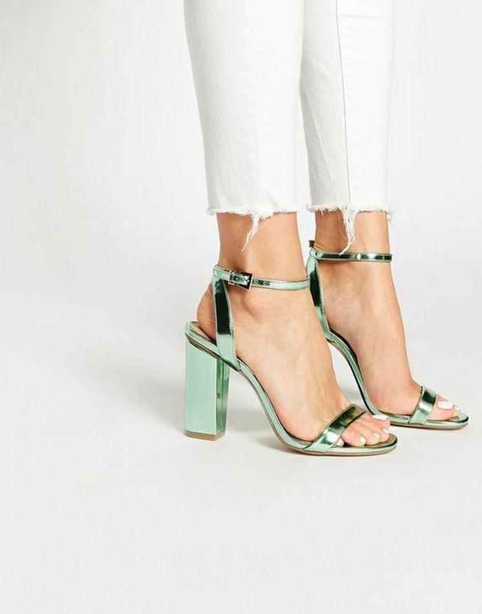 glänzendes-Modell-Sandaletten-mit-Absatz-Hit-in-2016