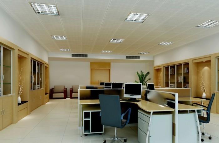 große-grünpflanzen-im-hintergrund-zu-großem-Büro-passend
