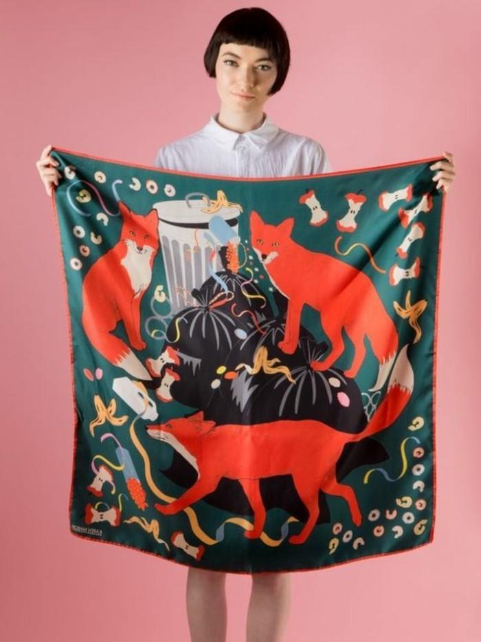 großer-Damenschal-mit-Fuchsen-Muster