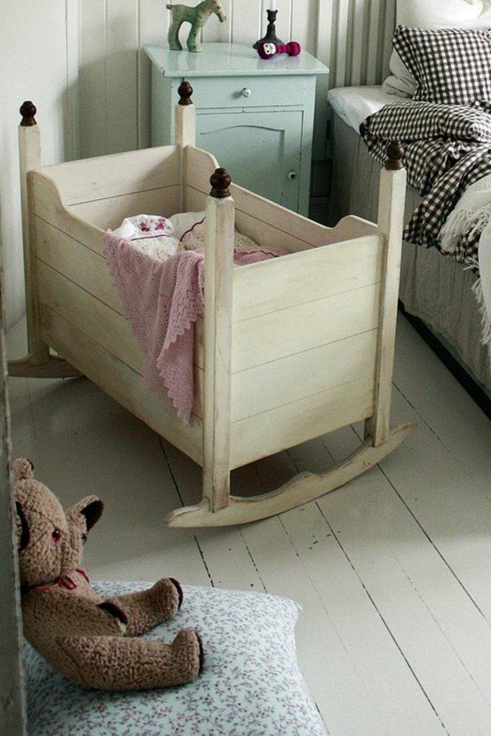 großes-Schaukel-Babybett-aus-Holz