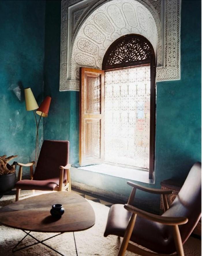 die wundersch ne und effektvolle wandfarbe petrol. Black Bedroom Furniture Sets. Home Design Ideas