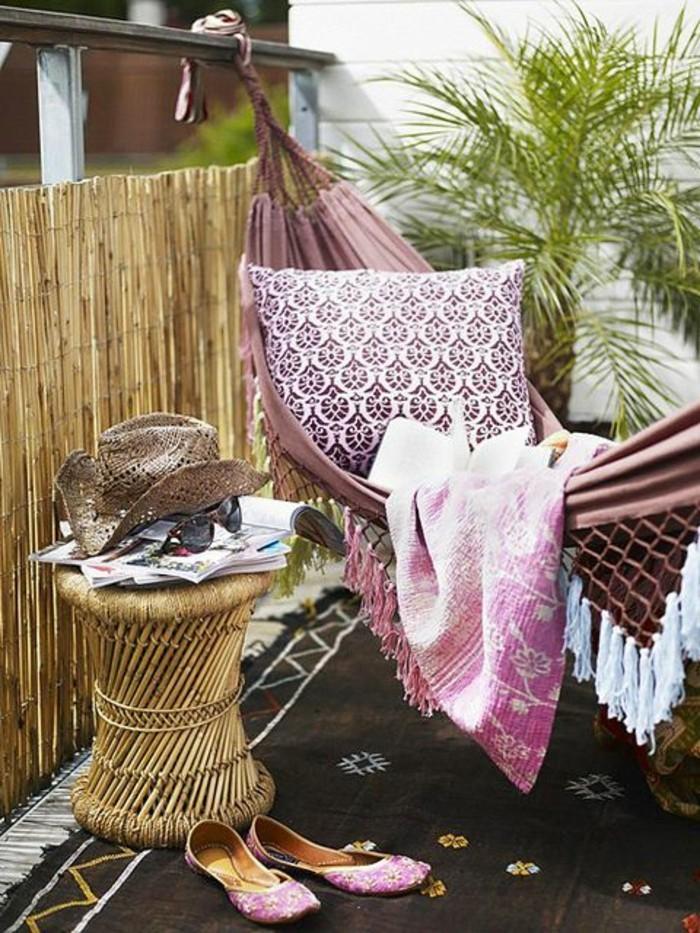 hängematte-für-balkon-teppich-decke-kissen