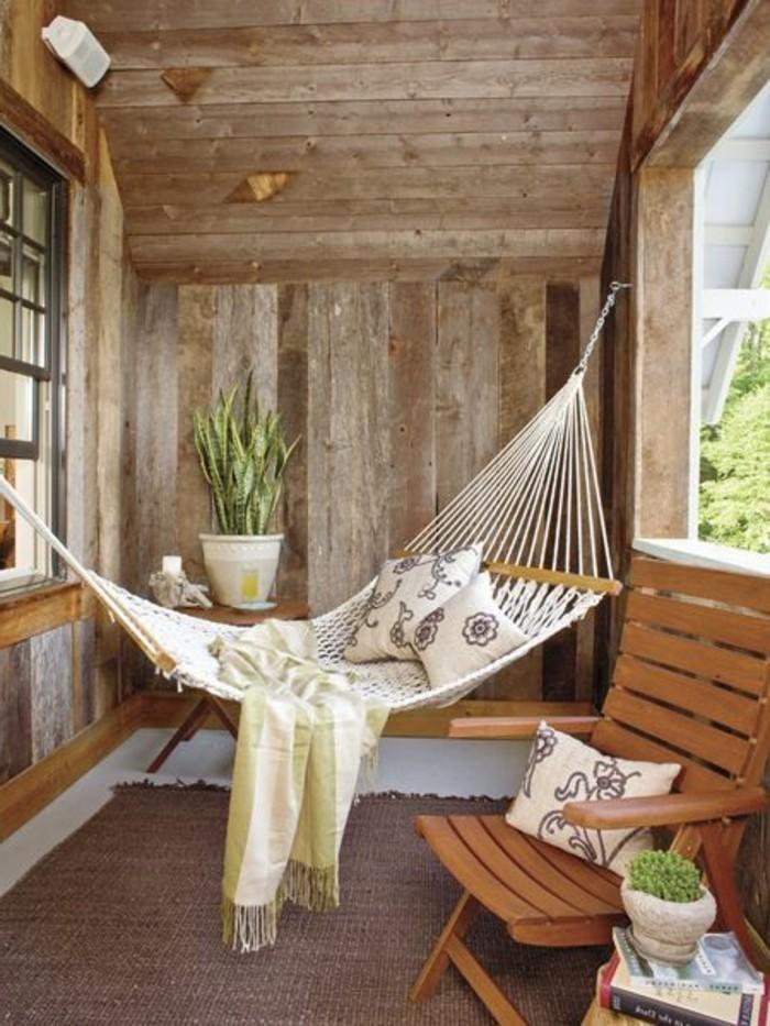 Hängematte auf dem Balkon - Urlaub zu Hause! - Archzine.net