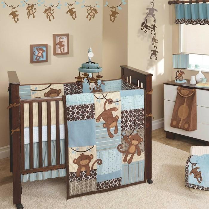 hölzernes-modell-babybett-im-gemütlichen-babyzimmer