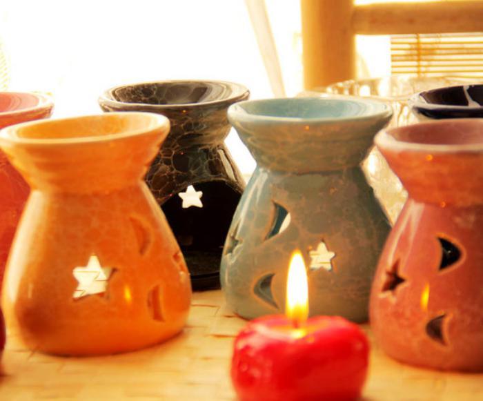 handgemachte-Teelichthalter-aus-Porzellan-mit-schöner-Dekoration