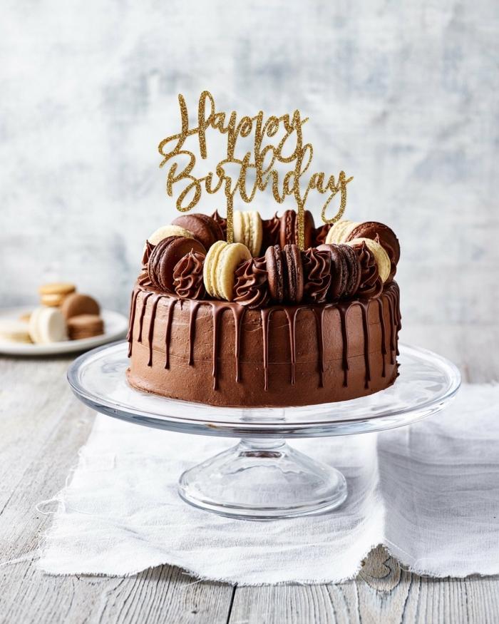 happy birthday kuchen dekoration schokoladentorte mit keksen einfacher geburtstagskuchen selber machen tortenständer glas