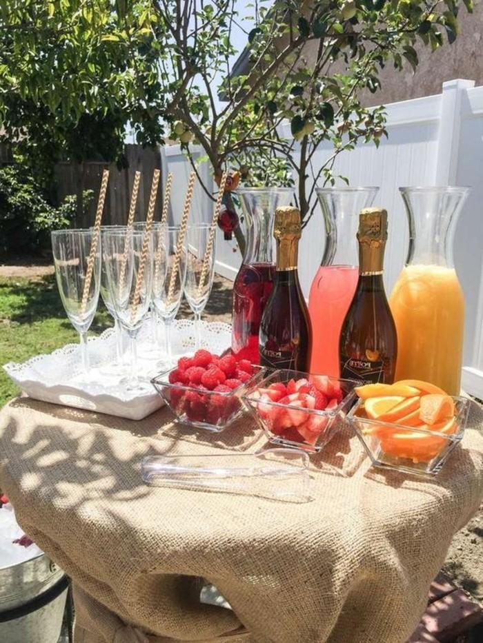 herrliche-taufe-deko-süße-cocktails-moderne-gläser