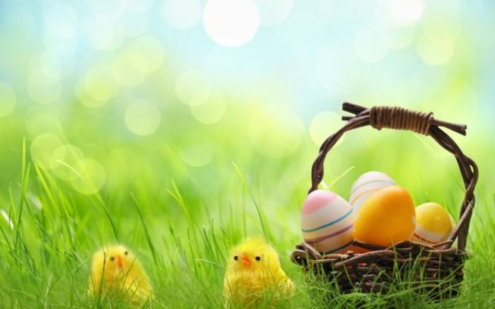 Hintergrundbild-Ostern-mit-künstlicher-Dekoration
