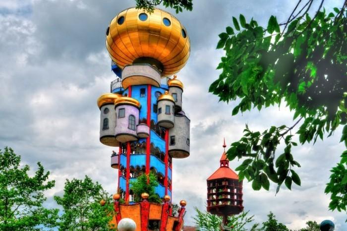 Postmoderne architektur nicht konventionell for Hundertwasser architektur