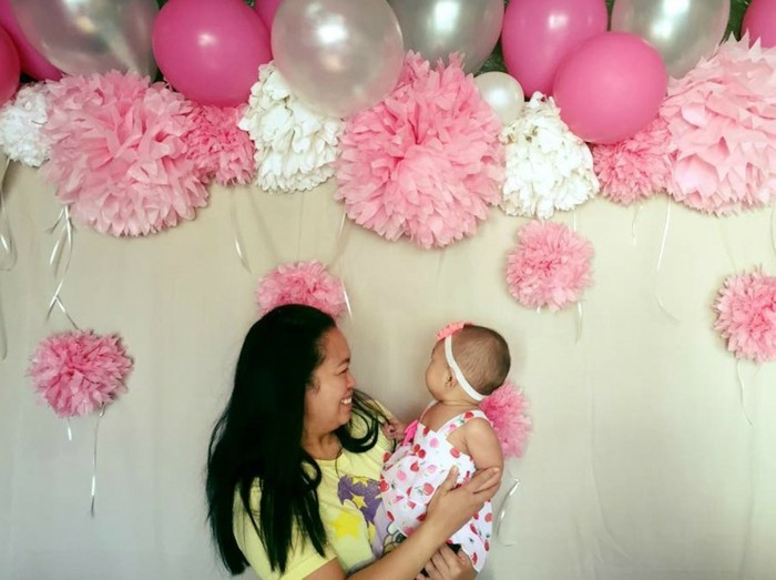 interessante-deko-für-taufe-herrliche-ballons-in-silbernen-und-rosigen-nuancen