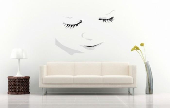 interessante-farbgestaltung-wohnzimmer-weiß-mit-farbigen-akzenten