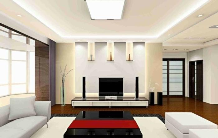 interessante-indirekte-beleuchtung-deckengestaltung-im-wohnzimmer-weißes-design
