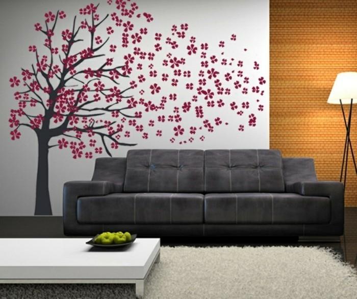 interessante-moderne-wandgestaltung-wohnzimmer-große-baumfigur