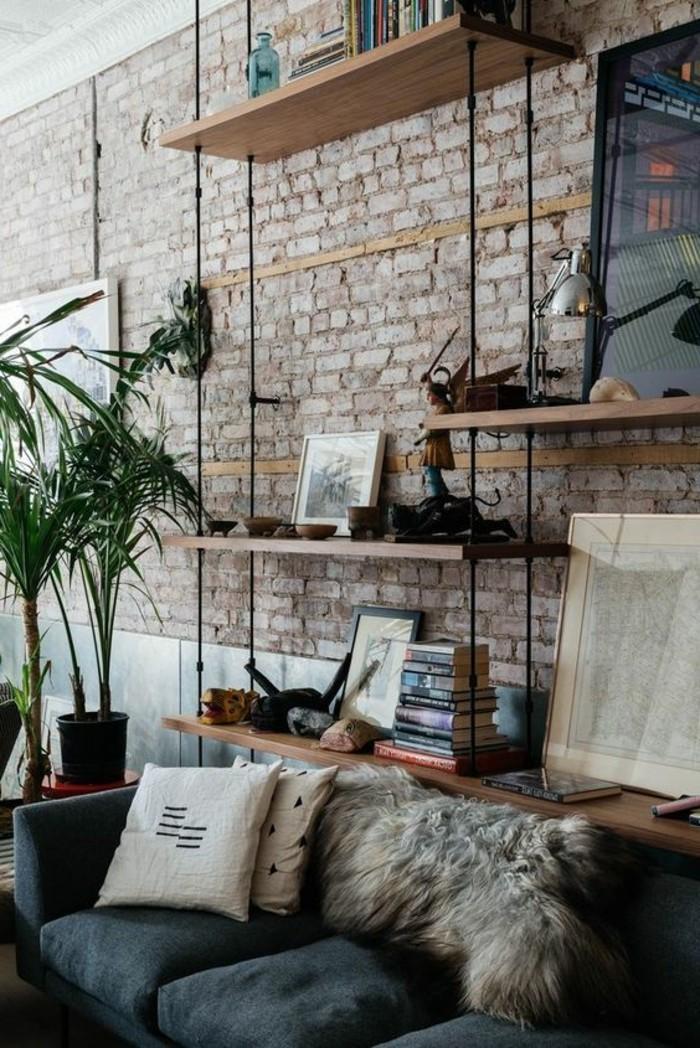 interessante-wohnzimmer-wandgestaltung-hängende-holzregale