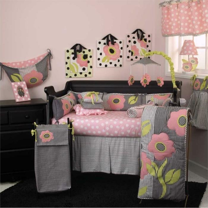 interessantes-baby-bettchen-für-mädchen-bettwäsche-in-pink-und-grau