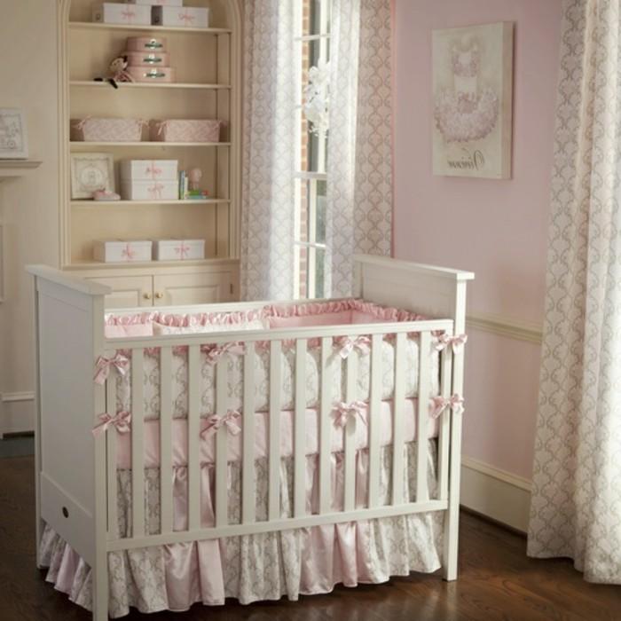 interessantes-design-babybett-weiß-gestaltet-schönes-babyzimmer-für-mädchen
