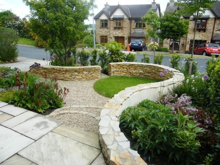 interessantes-design-von-garten-grünes-gras-steingestaltung