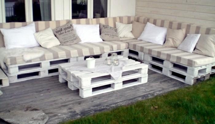 paletten sofa wohnzimmer:interessantes-weißes-modell-sofa-aus-europaletten-gartengestaltung