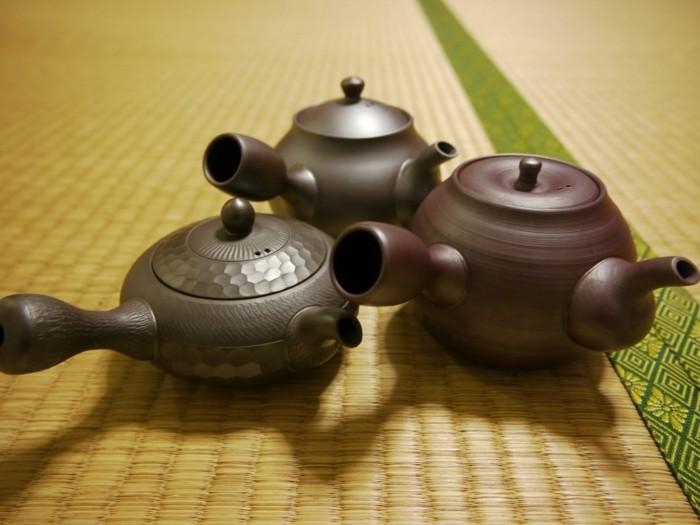 japanische-teekannen-mit-lustigen-teilen
