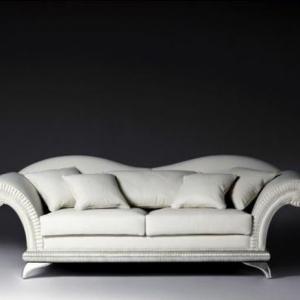 Zweisitzer Sofa - ein liebevolles Möbelstück