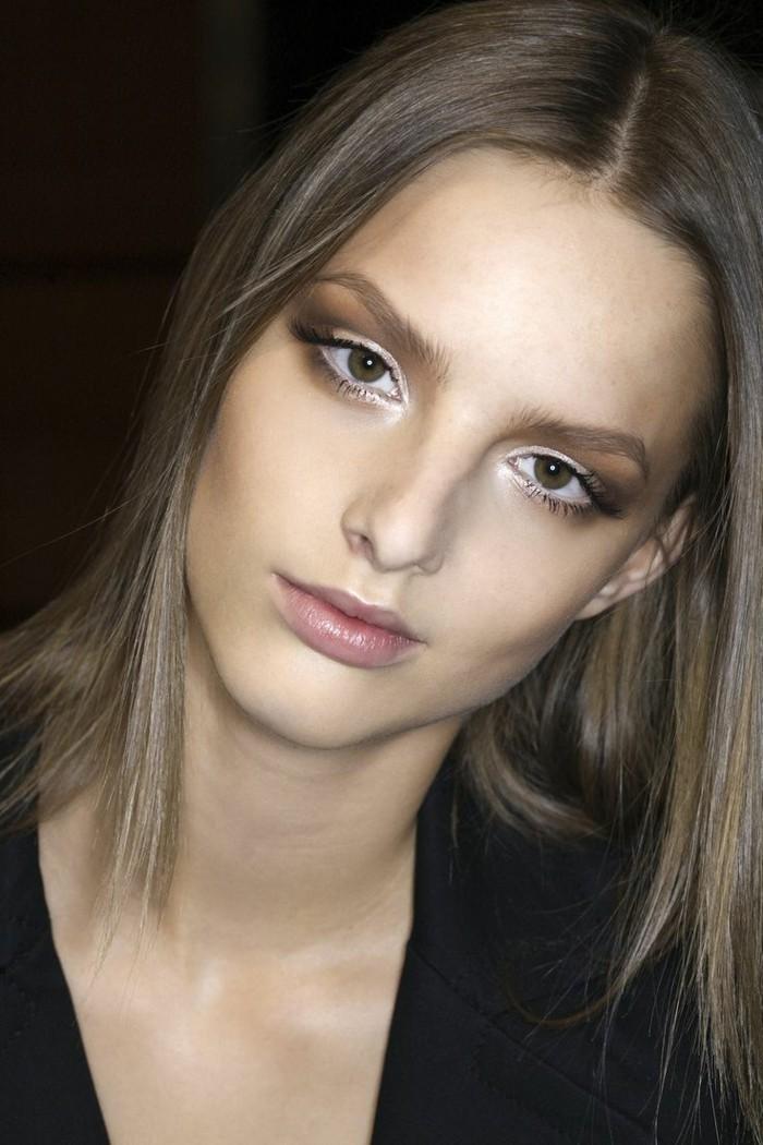 kühle-haarfarben-moderne-lange-frisur-elegante-süße-dame