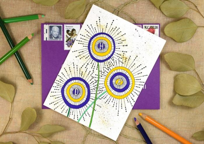 karten gestalten, lila briefumschlag, große blumen zeichnen, bunte farbstifte